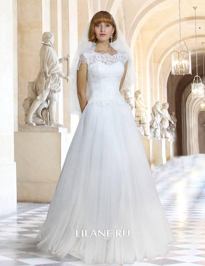 Закрытое белое свадебное платье А-силуэт Samantha в сочетании с фатой