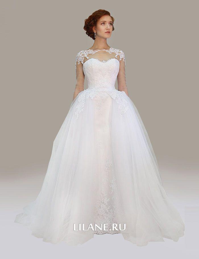 Пышный отстёгивающийся шлейф прямого кружевного свадебного платья Gloria