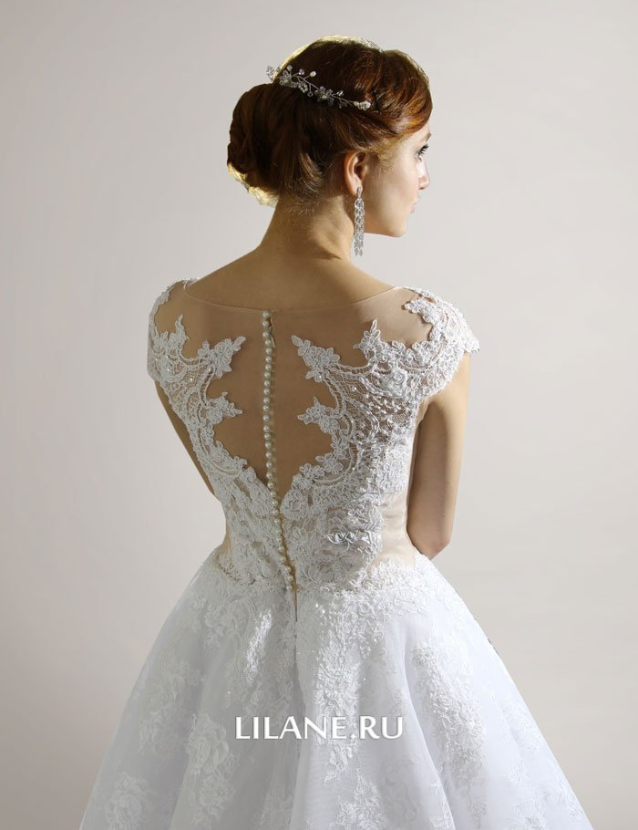 Изысканный узор кружевной спинки свадебного платья Lilane