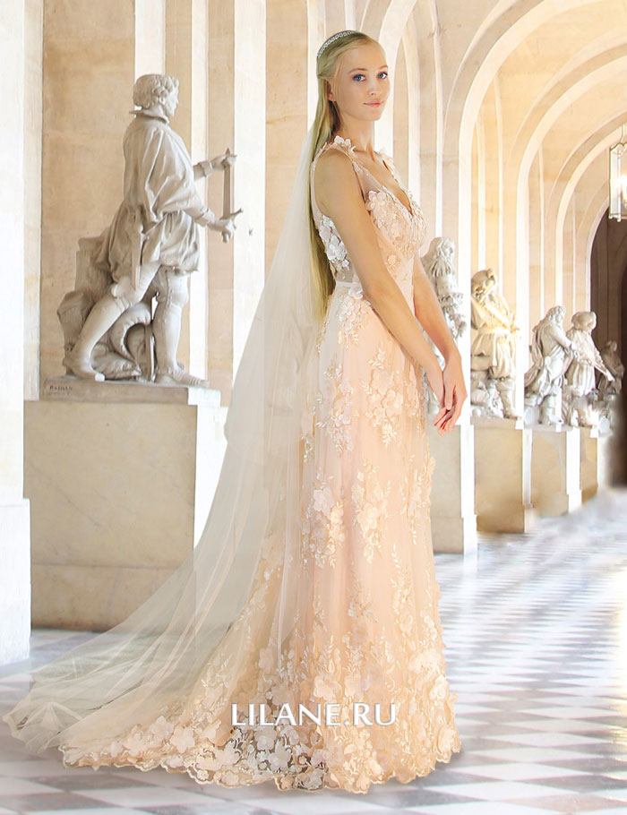 Шлейф прямого кружевного свадебного платья  Serena