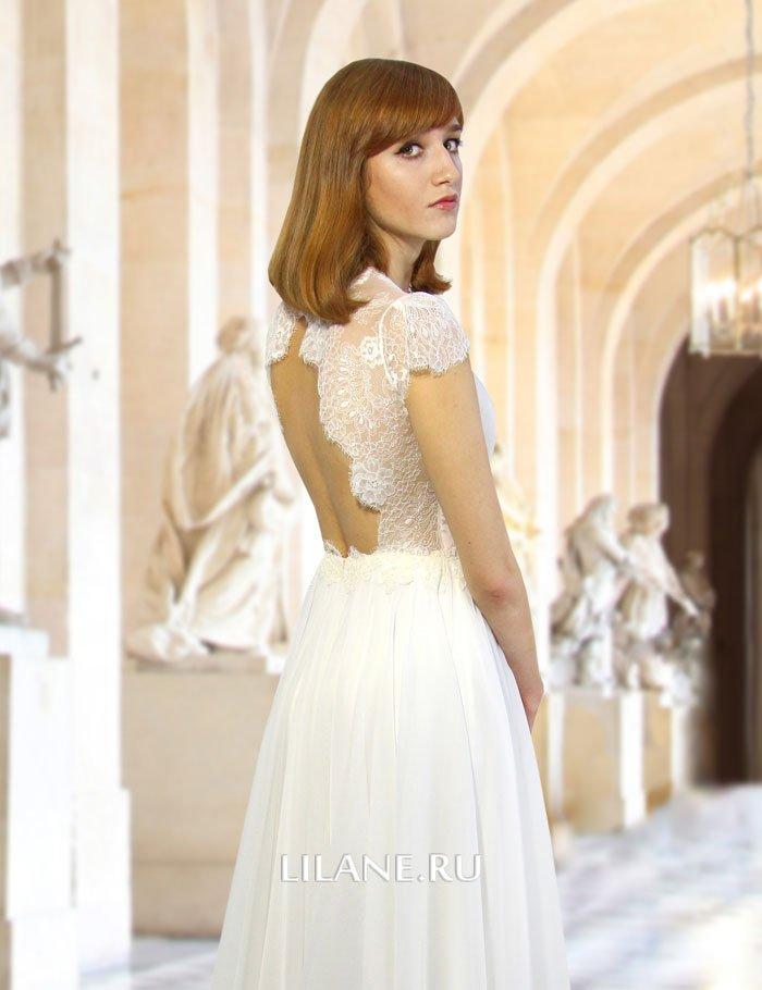 Глубокий вырез на спинке свадебного платья Idilia