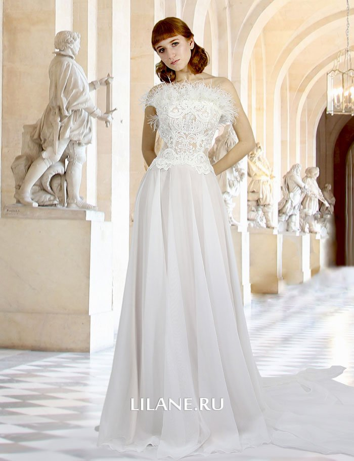 Прямое свадебное платье Milena с открытыми плечами и шлейфом.