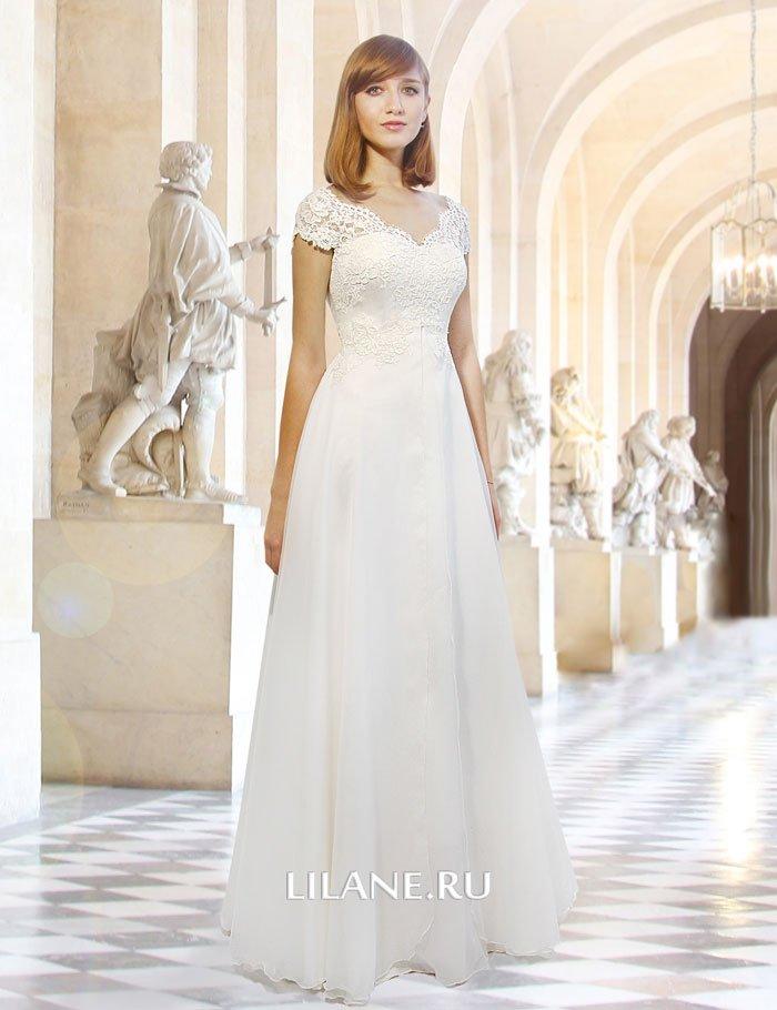 Прямое свадебное платье Vera с завышенной линией талии.