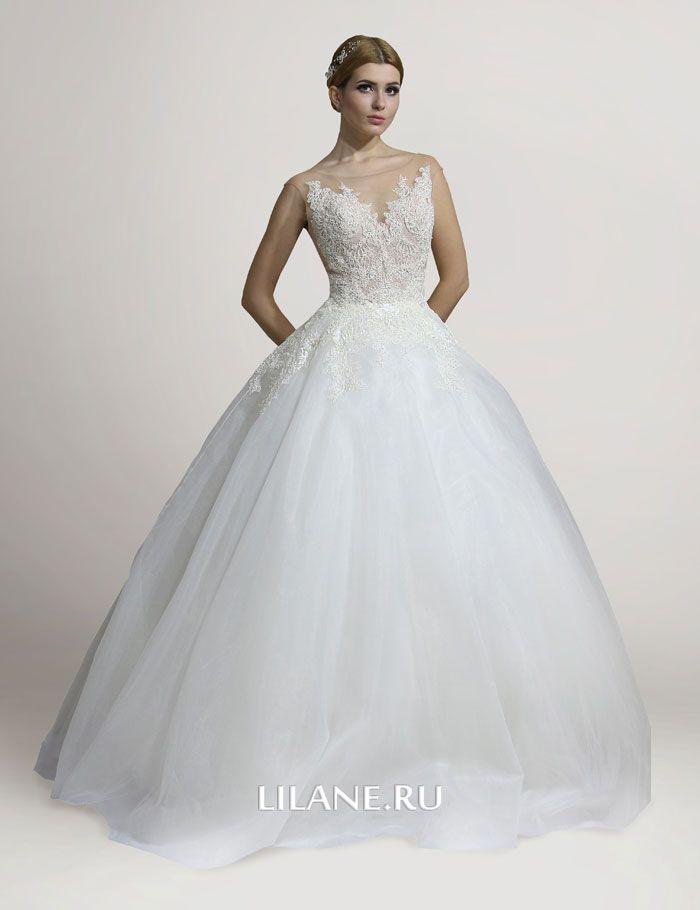 Закрытые плечи пышного свадебного платья