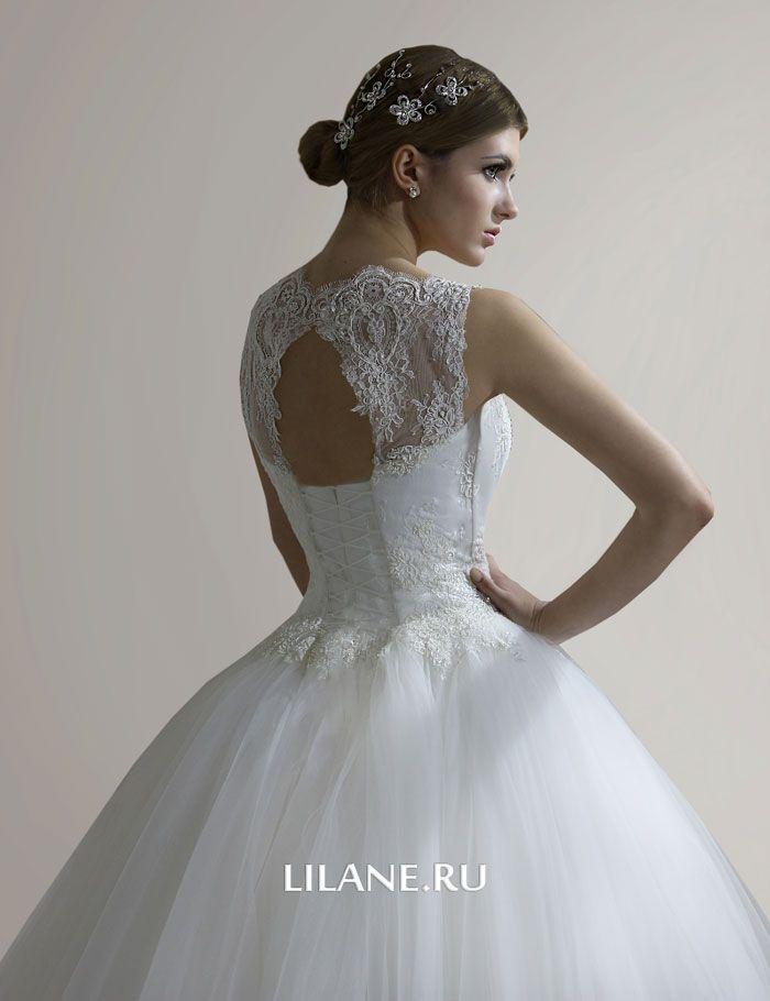 Открытая спинка кружевного лифа свадебного платья Elison