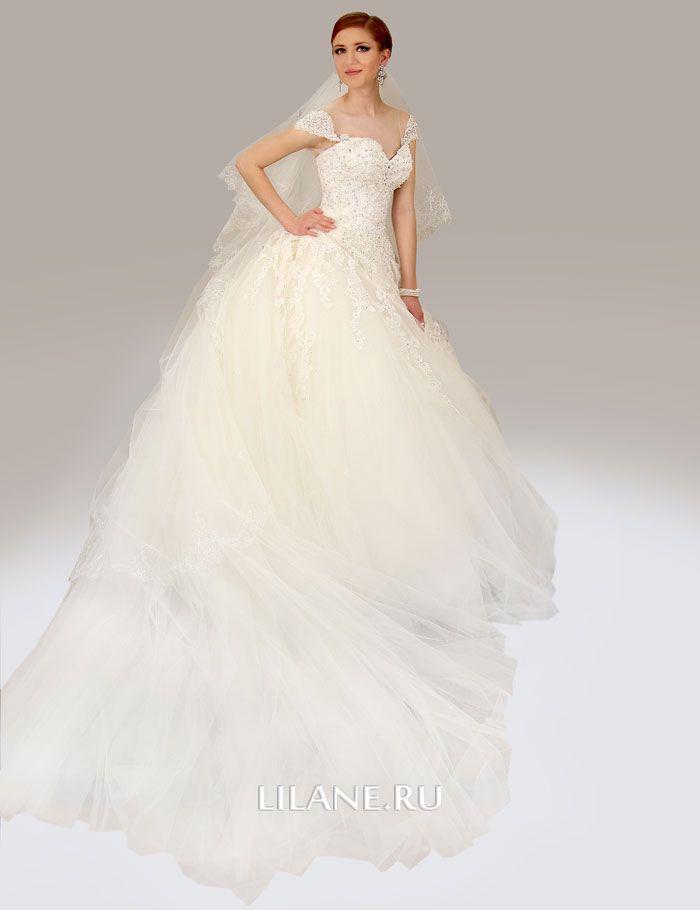 Пышный отстёгивающийся шлейф свадебного платья Lara