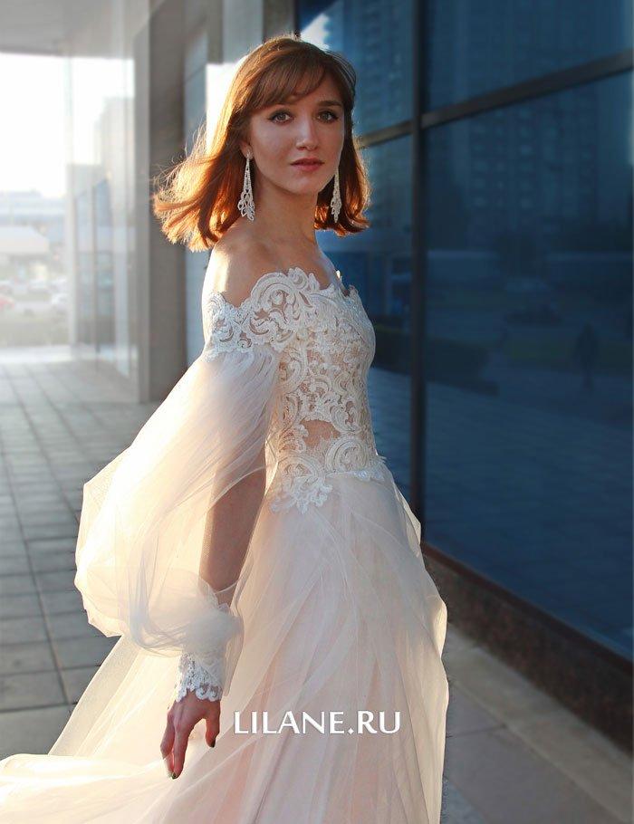 Кружевные манжеты пышного свадебного платья Rozaliya