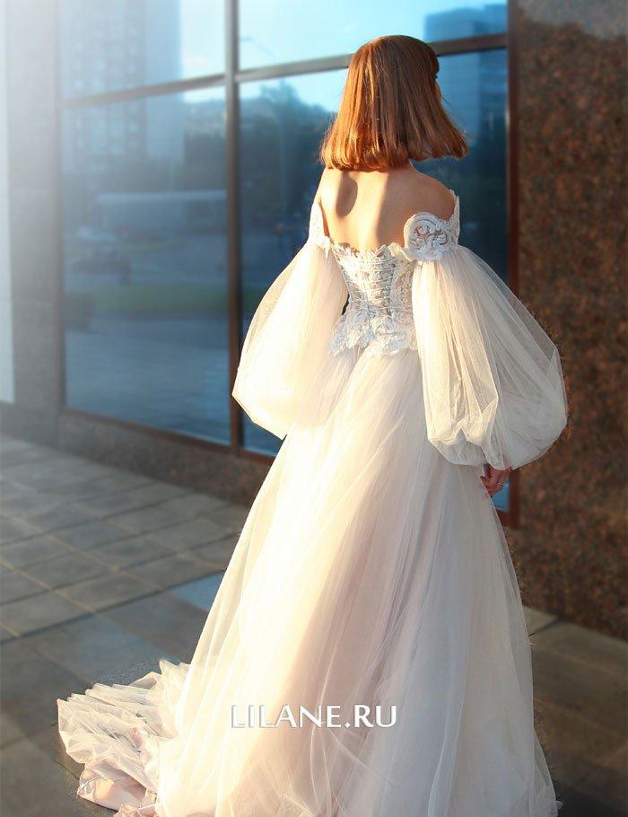 Спинка пышного свадебного платья Rozaliya