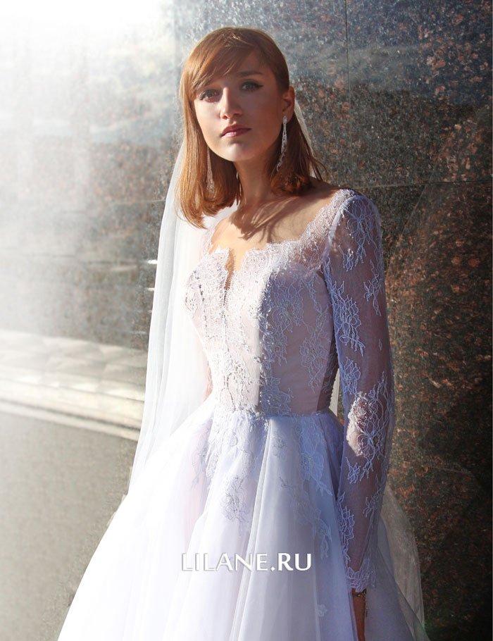 Длинные кружевные рукава пышного свадебного платья Valensiya